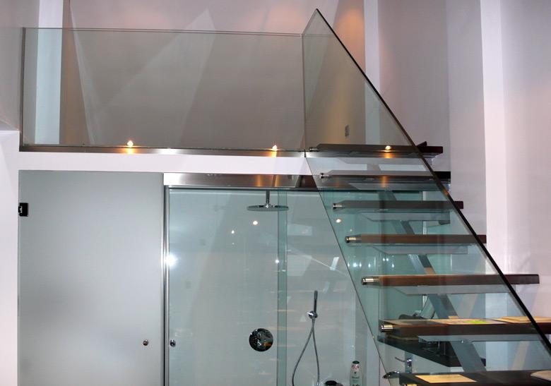 Escalera de cristal en La Moraleja (Madrid)