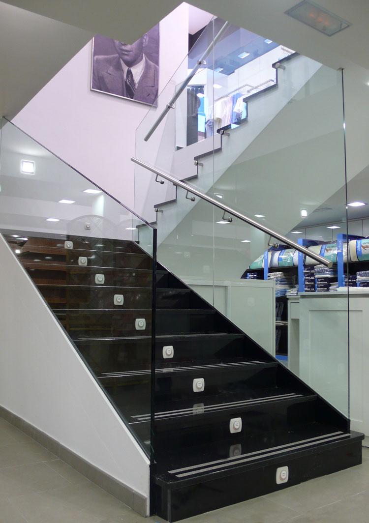 Escalera de cristal almacenes le ncristaler a garc a - Escaleras de cristal y madera ...