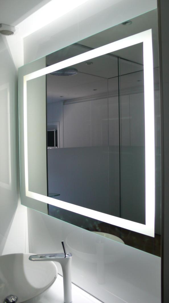 Espejo retroiluminadocristaler a garc a for Pared con espejos redondos